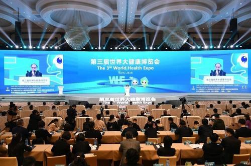 咸宁10余家企业组团亮相第三届世界大健康博览会